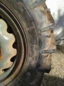 2x pneumatika s ráfkem