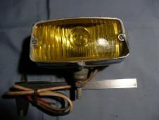 Přídavné světlo na autoveterány