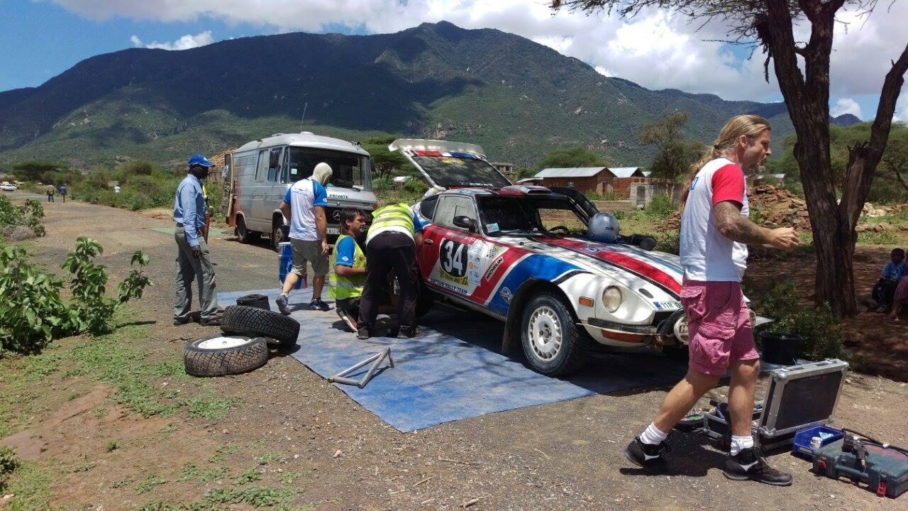 Opravy Datsunu našeho týmu.